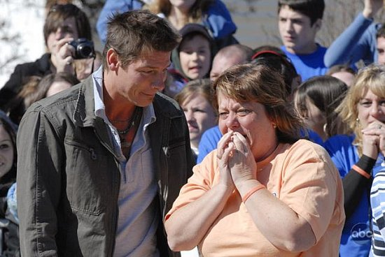 'Extreme Makeover: Home Edition' sweeps in each episode to reverse a family's fortunes