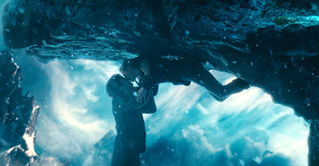 The kissing scenes in the film go out of their way to make gravity seem romantic