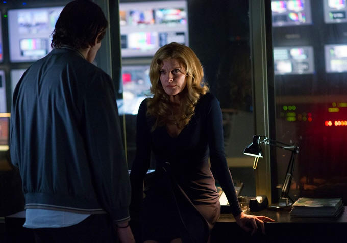 Rene Russo plays Nina, the producer who starts buying Lou's footage
