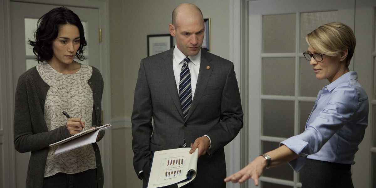 Corey Stoll as Rep. Peter Russo (centre), one of the Banquo-like characters on the show.