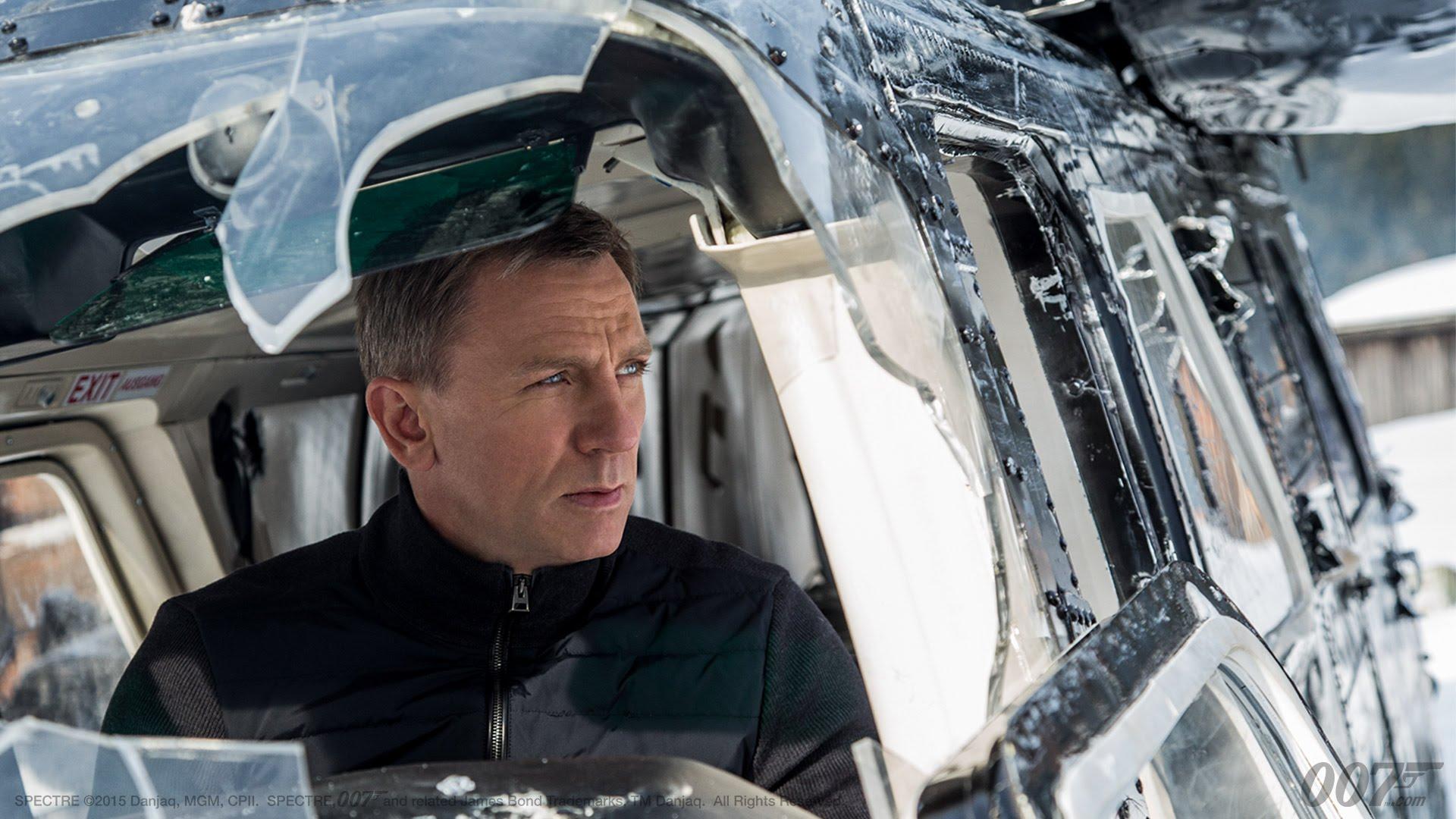 Daniel Craig returns as Bond in 'Spectre'