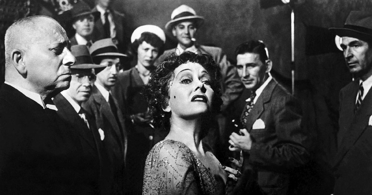Gloria Swanson stars as former silent film actress Norma Desmond
