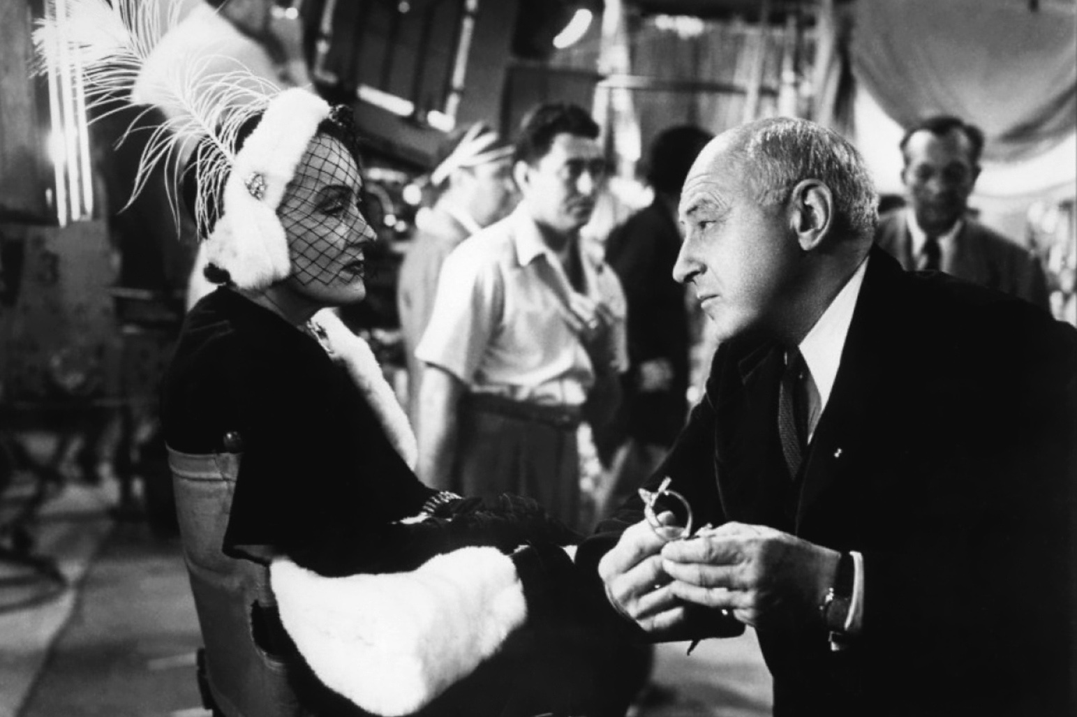 The film features cameos by real Hollywood figures like director Cecil B. DeMille