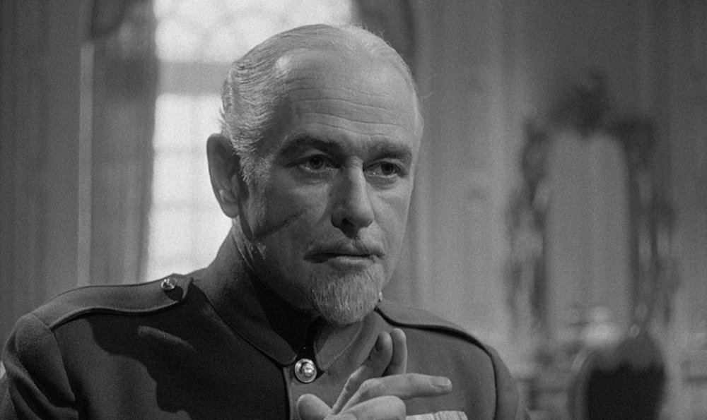 George Macready is the cruel face of the inept French general staff as General Mireau.