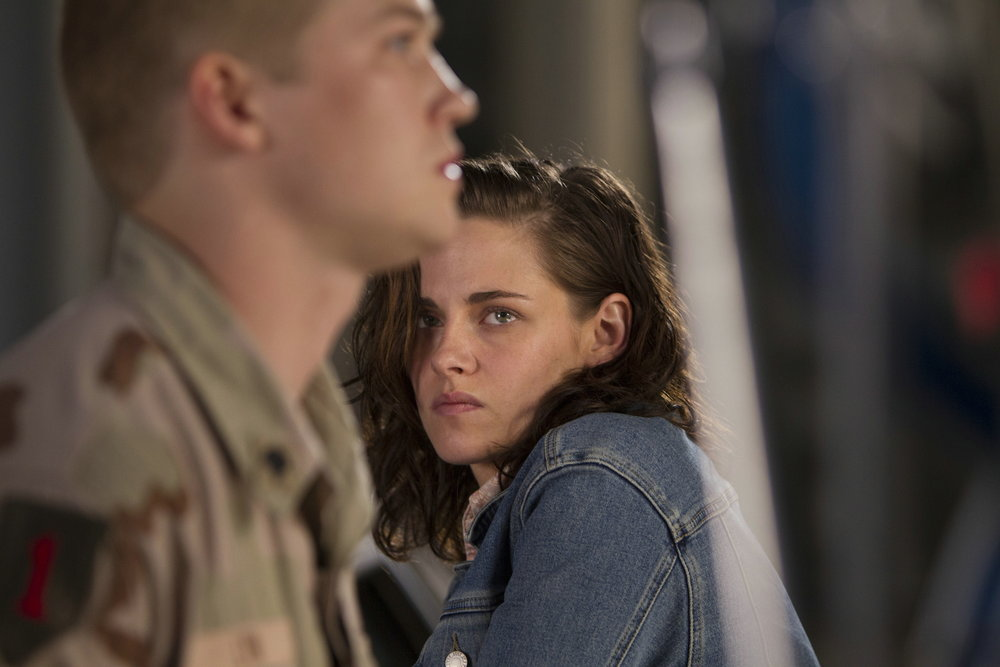 Lynn's sister Kathryn (Kristen Stewart) objects to the war and looks for a way to get him out.