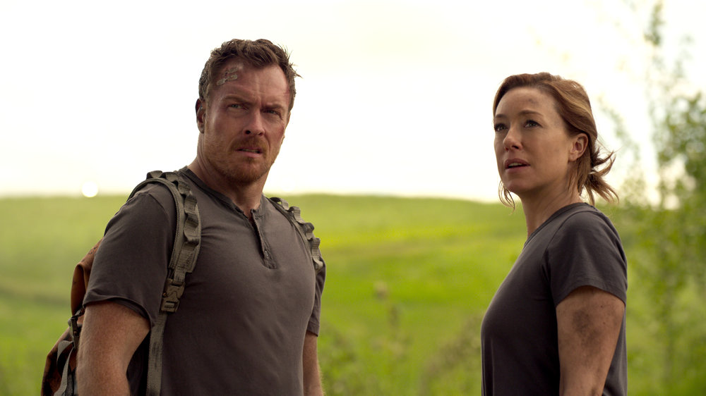 Toby Stephens and Molly Parker as John and Maureen Robinson.