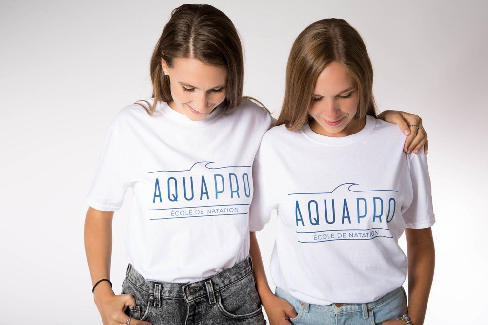 two girls aquapro t-shirt swimming lessons gold's gym laval montreal