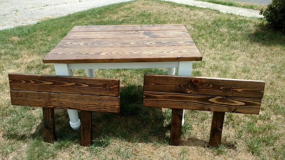Farmhouse table with removable extensions