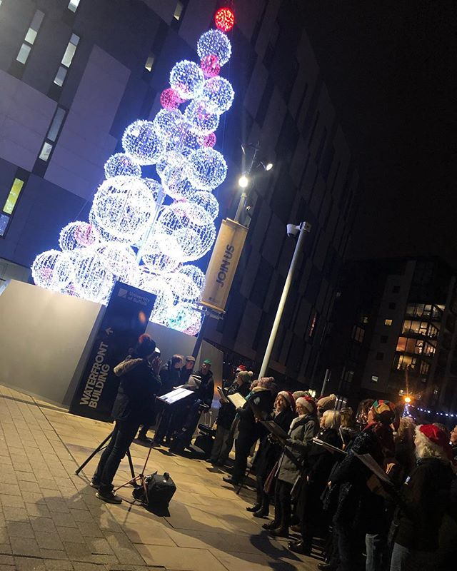 ...and of course, last night can't be covered without mentioning the switch-on of our glorious Waterfront bauble tree! Accompanied by the beautiful vocal sounds of Pop Chorus with some Christmas carols, the area now looks very festive indeed!