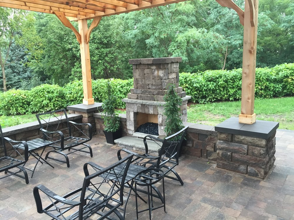 Patio, fireplace, seat wall, pergola