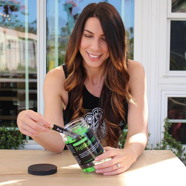 """""""What is preworkout and do I need it?"""" 🤔 . It's a supplement you can take before exercising to increase your energy helping you: 1) get off your bum to do the freakin' thing 2) give more during the workout making it more effective . BUT can you do that 👆🏼 without it? Sure! I didn't take preworkout for years because I had a bad experience with a brand that gave me jitters, skin tingles, and feeling so overly hot that I damn near almost puked one time because of it. So I stopped using these types for a while... Needless to say, without preworkout, I've gotten off my ass and given everything I can to my workout, so do you need it, no, does it help on those days that you just need a little somethin' somethin', yes! . & I'm loving @wmnutrition that doesn't give me all those funny feels and instead has the right amount of all-natural-caffeine that helps just those few times a week that I need a kick in the pants to get it done. I'm glad I tried these types again and luckily found a brand that I love 💪🏼❤️ . P.S. I really like the berry flavor - you can pour the packet straight into your mouth without water (one less step making this even more convenient for my all-too-busy-brain) and I use the code they gave me """"Lia50"""" to get 50% when I order 🙌🏼 #sharingiscaring 👯♀️ . . . . . #liakinn#leanlikelia#slaywithLK#ellekayfit#preworkout#supplements#bestsupplements#wmnutrition#homeworkout#personaltrainingforwomen#fatlossforwomen#iifym#macrotracking#macrofriendlyrecipes#fitspo"""