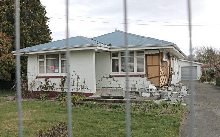 quake house.jpg