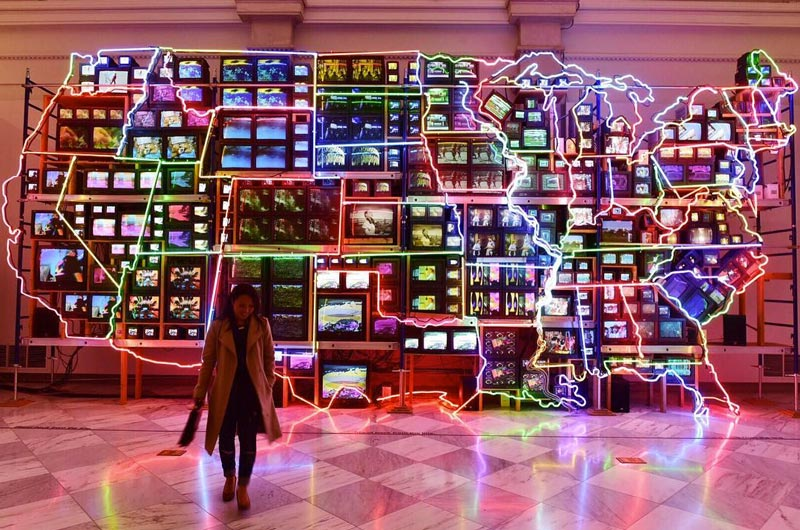 syang-american-art-museum-neon-map-of-united-statesmydccool-smithsonian.jpg
