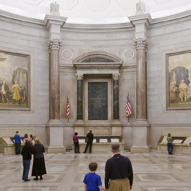 rotunda-visitors-l.jpg