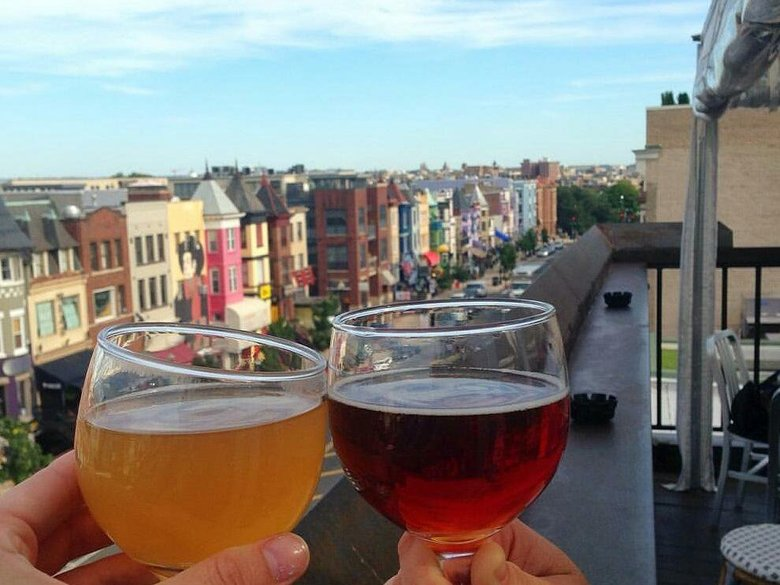 beers_overlooking_adams_morgan_at_roofers_union.jpg