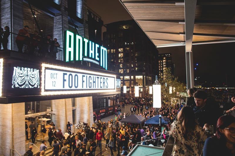 patrons-at-bar-overlooking-the-anthem-the-wharf_ddc-photo.jpg