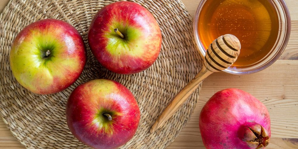 Image from EpiCurious website: Apple and Honey pairings for Rosh Hashana - https://www.epicurious.com/holidays-events/rosh-hashanah-apples-honey-pairings-article