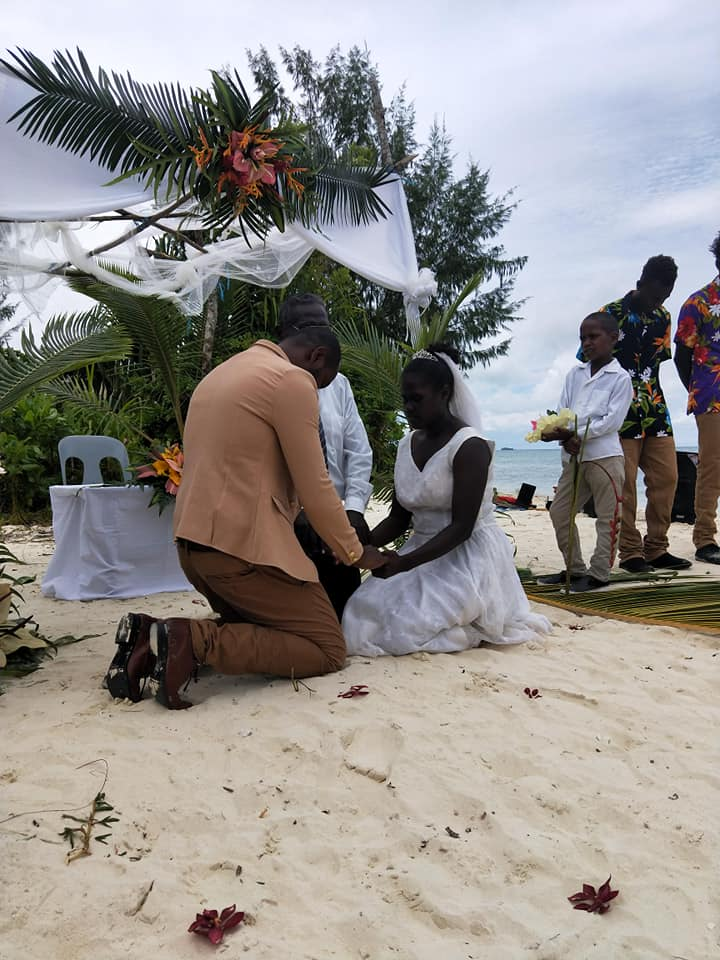 LimaTura-solomonIslands-wedding3.jpg