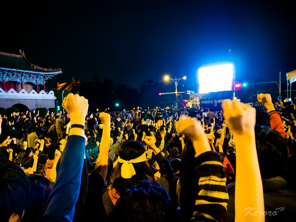 Taiwanese students at a protest during the Sunflower Movement of March 2014. Image courtesy of Chung-tsen Fan-chiang.