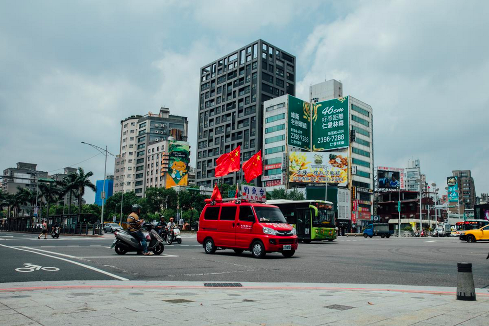 One of the Concentric Patriotism Association's red minivans. Yu Chih-wei/The Reporter.