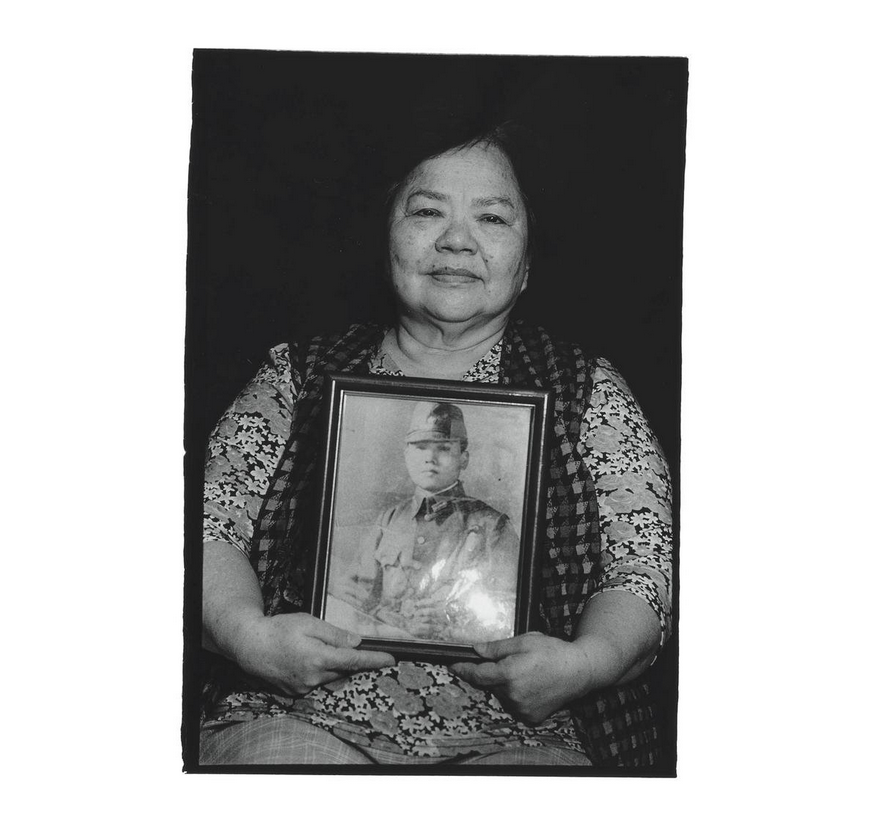 Lu Fu with a portrait of her second uncle, Lo Ui. Photo courtesy of Pan Hsiao-hsia, from the book  Testimonies of 228  (見證228).