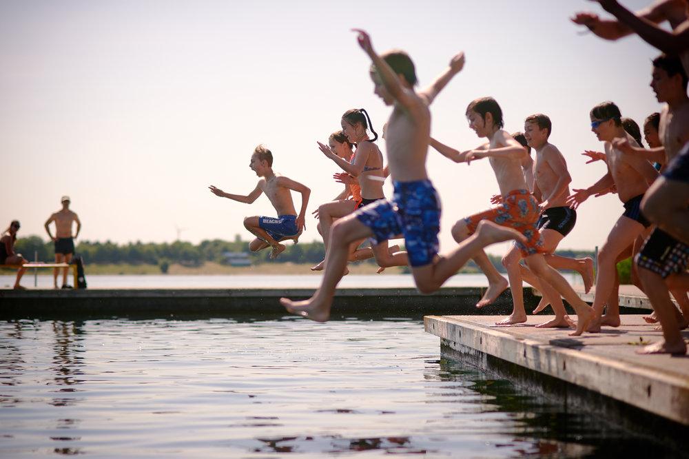 Bleibt doch mal länger! - Gemeinsam mit der Kindervereinigung Leipzig e.V. bieten wir in den Sommerferien zwei Feriencamps am Kulkwitzer See in Leipzig an.