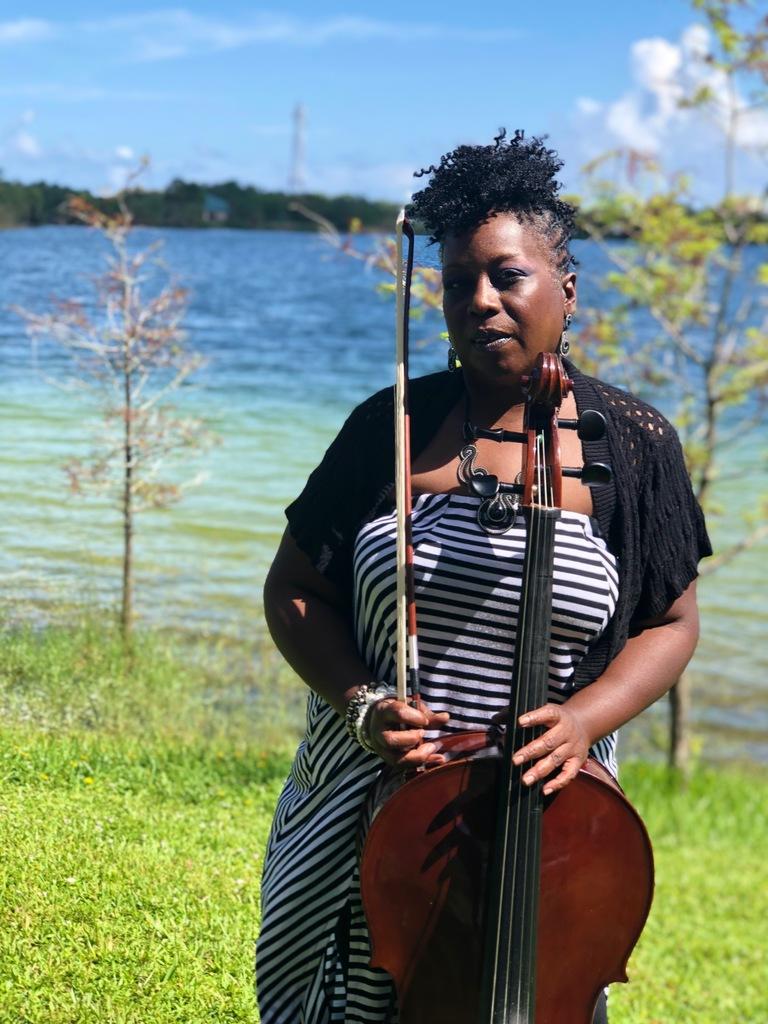 Marie Manuel - Cellist