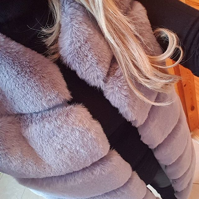 IT'S BACK 😍😍 GO, GO, GO!😘 https://www.dollscloset.ie/faux-fur/sadie . . #dollscloset #fauxfur #warm #soft #grey #love #cozy #gilet #winter #winterstyle #fashioninspo #fashion #instashop #instadaily #ootd #ootn #getthelook #party #occasionwear #galway #ireland #style #blogger #fashionblogger #styleinspo #fashionlover #discoverunder5k #sale #bargain