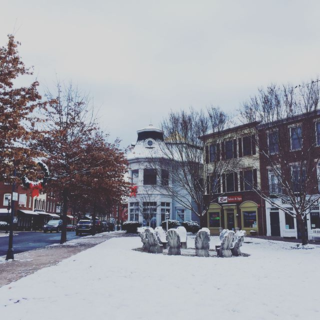 Loving the little bit of snow we got here in The Kentlands. No matter the weather, this neighborhood is always so adorable. What a lovely place to call home! #onlykentlands #home #noplacelikehome #dchouses #dcsuburbs #gaithersburg #maryland #America #USA #USArealestate #dcmetro #montgomerycounty #kentlands #thekentlands #kentlandsUSA