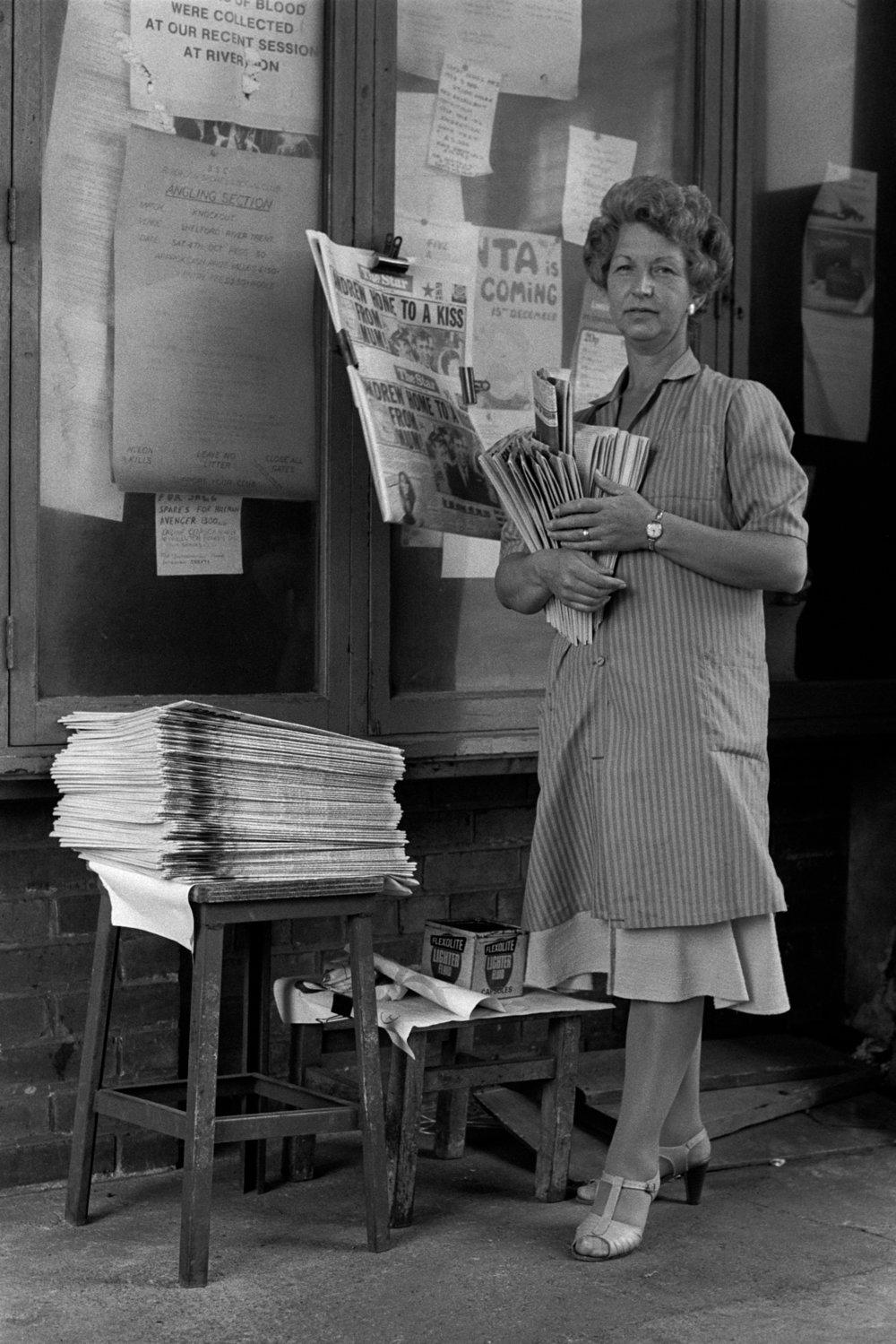 Von, the Sheffield Star newspaper seller, at BSC River Don works, Sheffield. (Martin Jenkinson, 1982)
