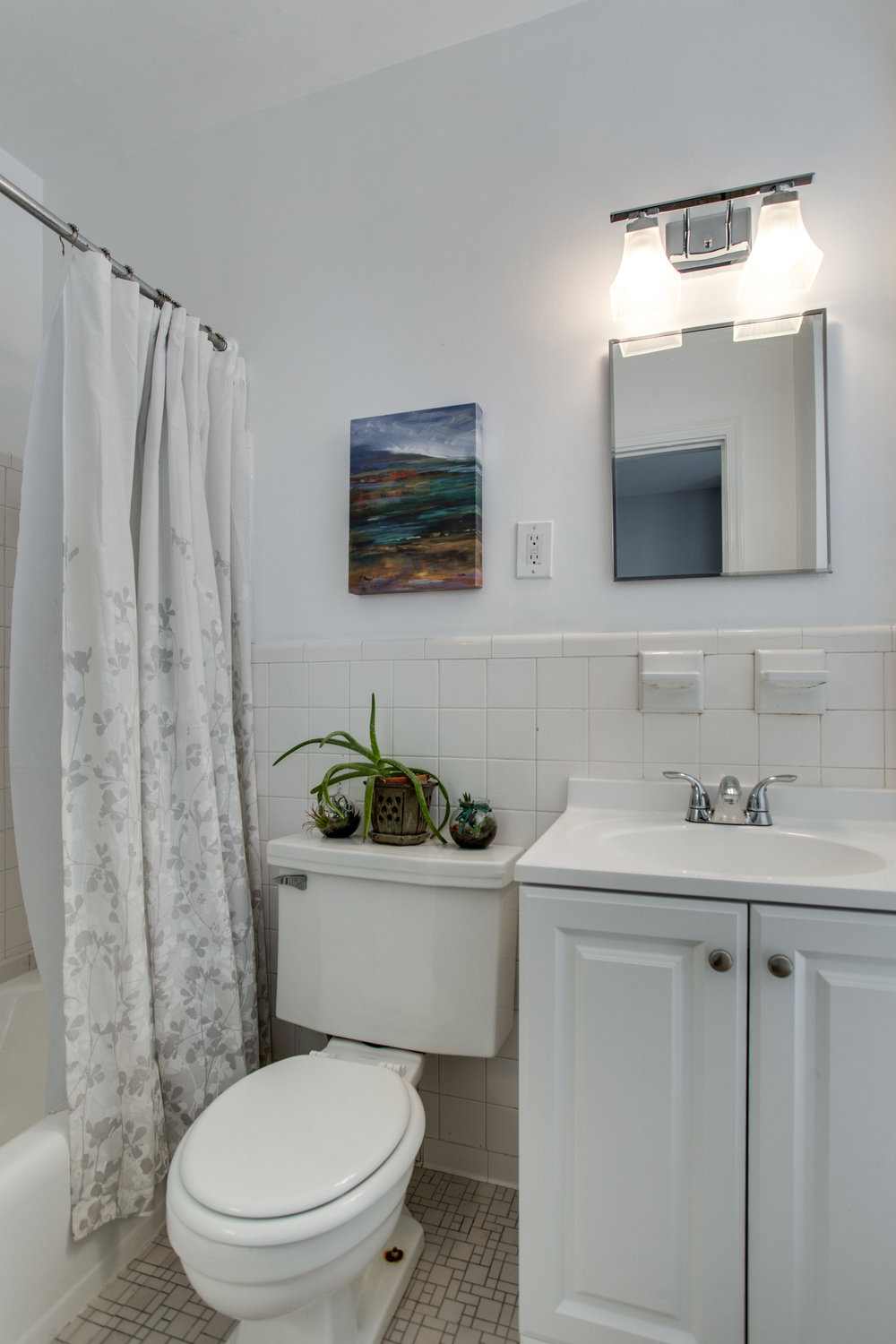 117 E St SE Unit 204-print-035-4-Bathroom-2800x4200-300dpi.jpg