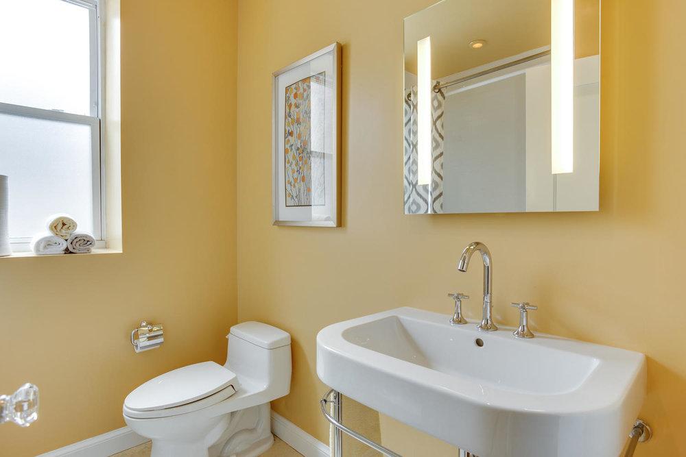 1632 16th St NW Unit 32-large-024-21-Bathroom-1500x1000-72dpi.jpg