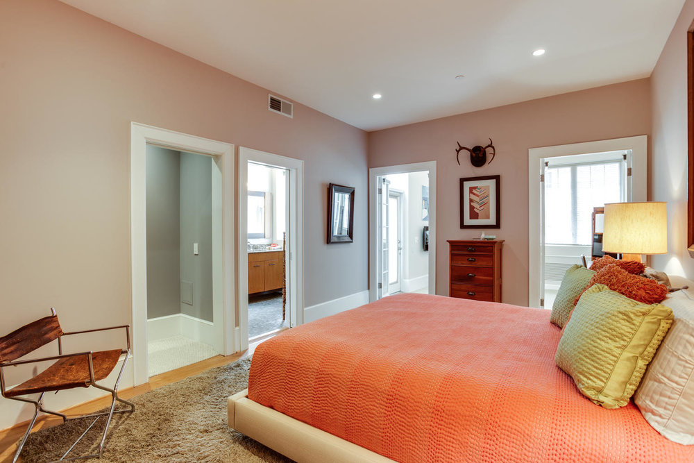 1632 16th St NW Unit 32-large-030-31-Master Bedroom-1500x1000-72dpi.jpg