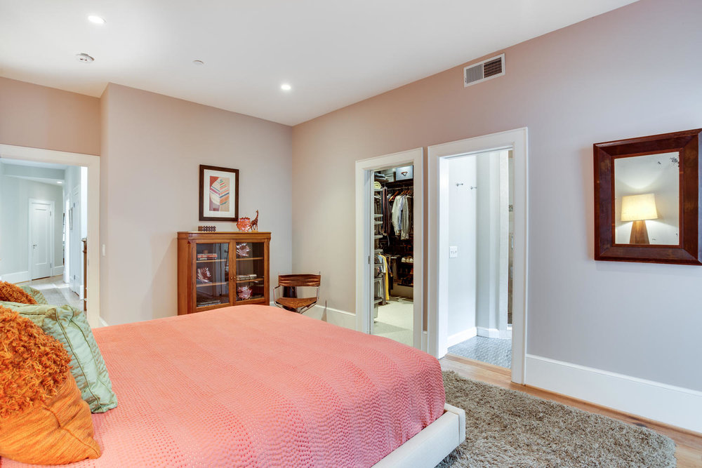 1632 16th St NW Unit 32-large-033-53-Master Bedroom-1500x1000-72dpi.jpg