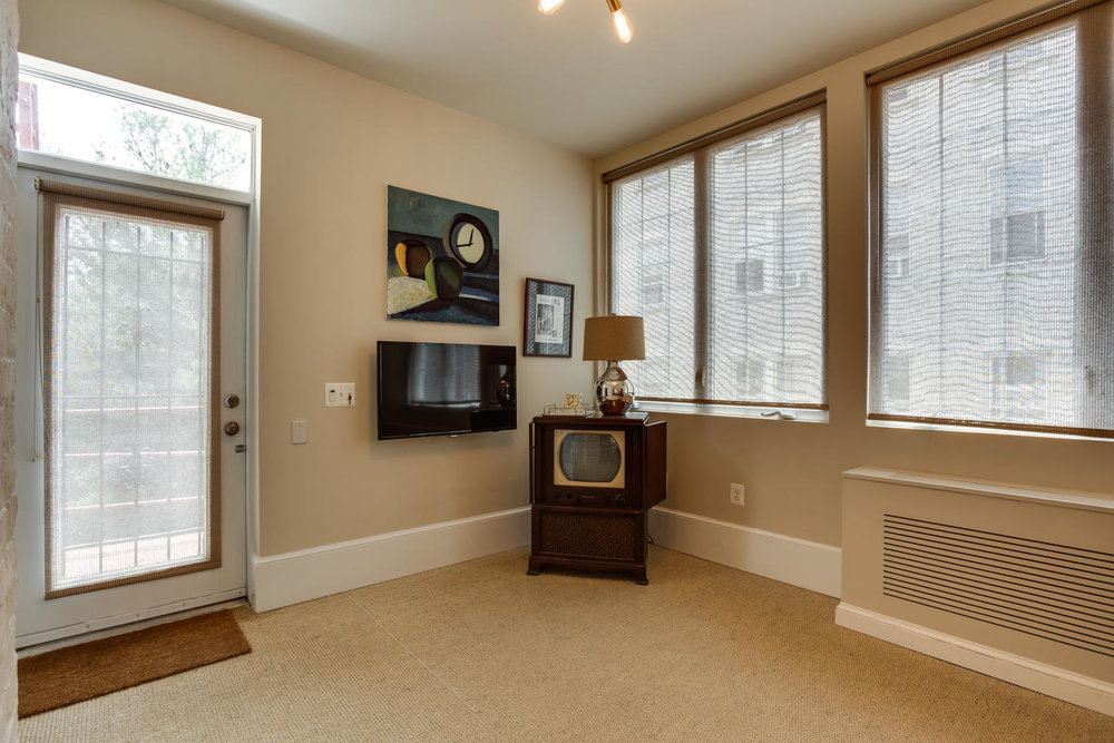 1632 16th St NW Unit 32-large-040-29-Master Bedroom Sitting Room-1500x1000-72dpi.jpg