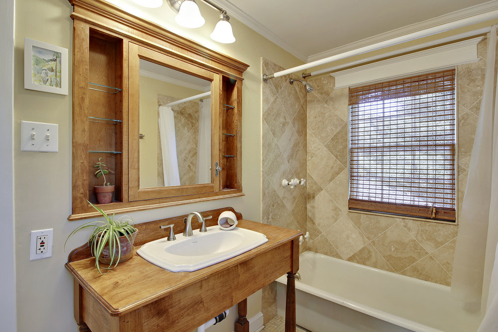 Upper Level 1-Bath-_MG_4461.JPG