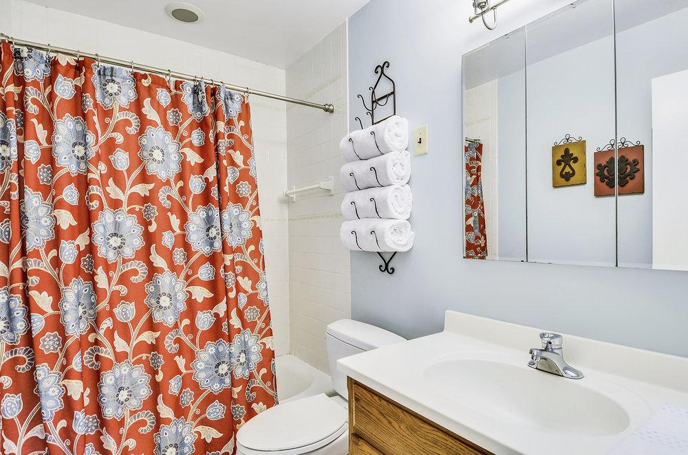 Main Level-Bath-_DSC5425.JPG
