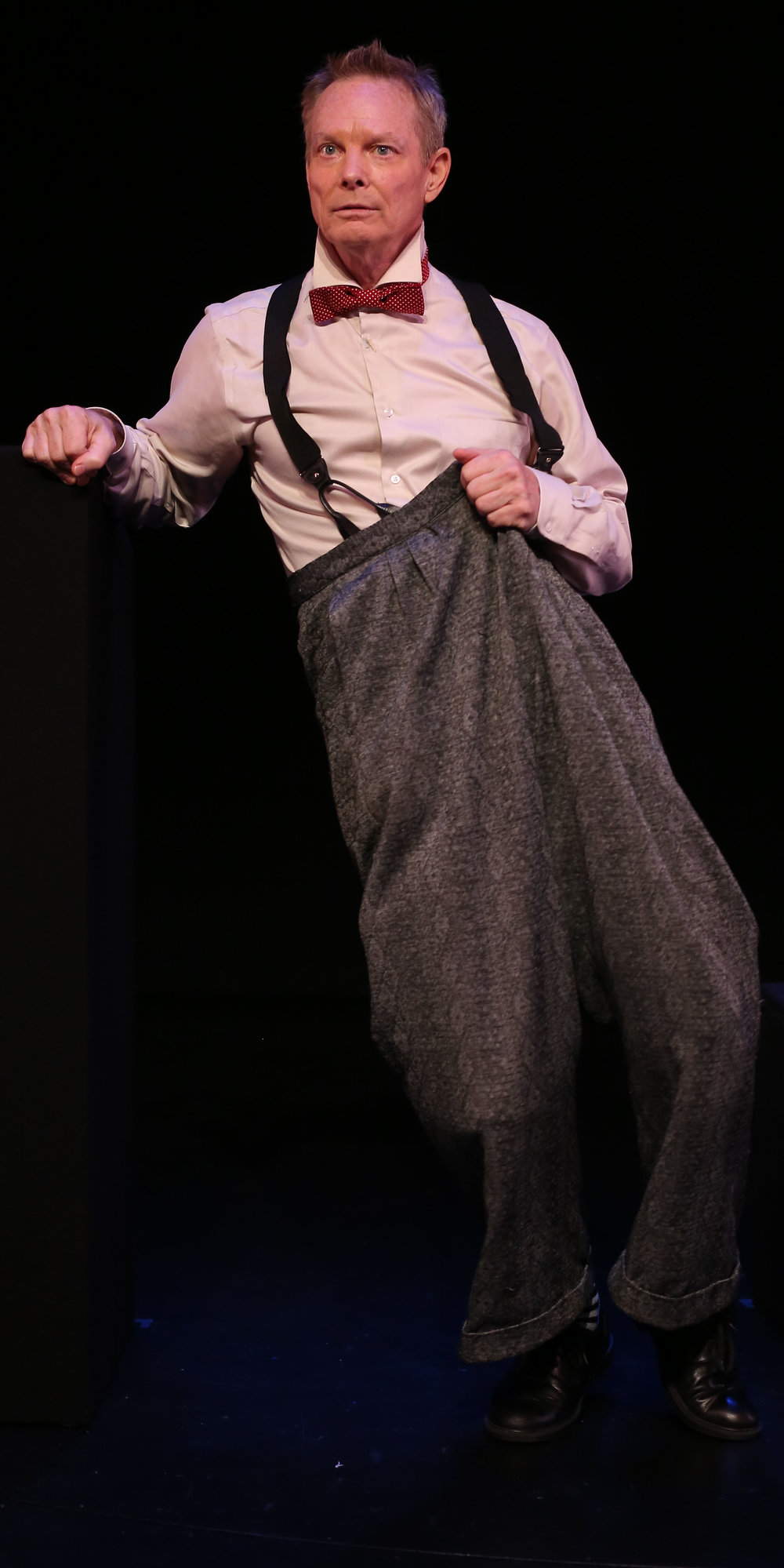 Bill Irwin indulges in baggy-pants clowning for his performance of  On Beckett ; it contrasts with the grimness of other passages (top).