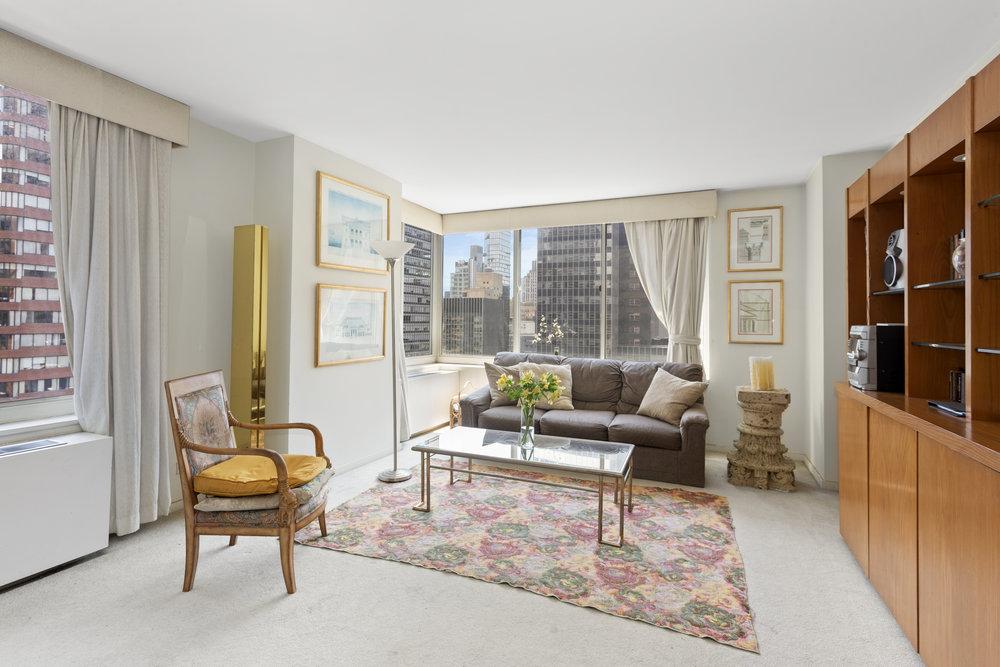 145 East 48th Street | 28F  $1,100,000 | 1 Bed | 1.5 Bath
