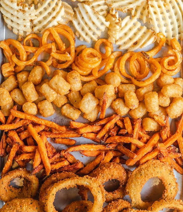 Onion rings, curly fries, criss-cross fries, sweet fries or tots? 👇