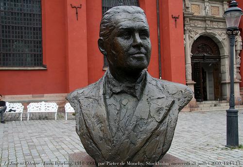 Jussi Sculpture at Stockholm Royal Opera House.jpg