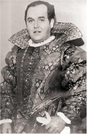 JB Duke in Rigoletto.jpg
