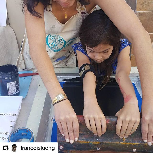 #Repost @francoisluong ・・・ Screenprinting with #printorganizeprotest after @teabuoy's reading