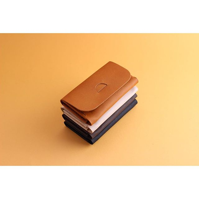 A small stack of Tab Wallets in our favourite colours of vegetable tanned kangaroo leather.