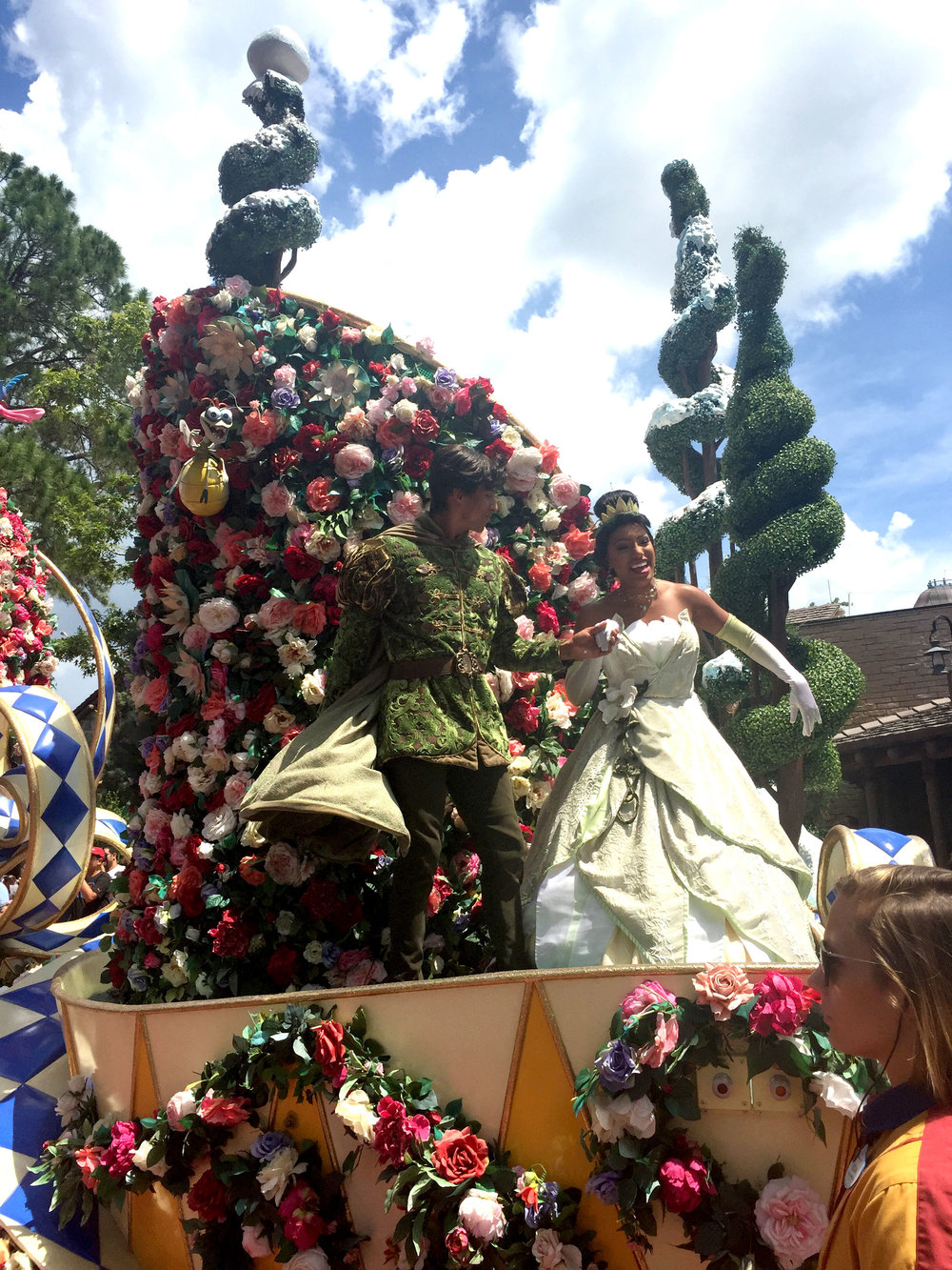 Finally! Tiana AND NAVEEN! Such underappreciated characters that don't get enough representation in the parks! I loved seeing them together in the parade!