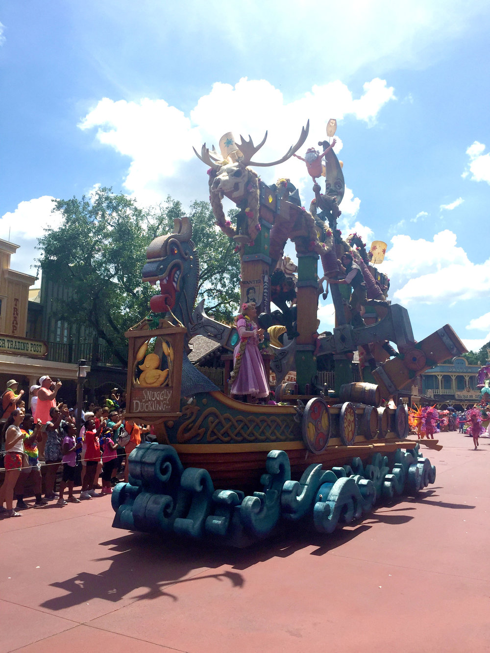 The float, which looks like a giant boat, is so ornate and colorful! It was my favorite one in the parade!