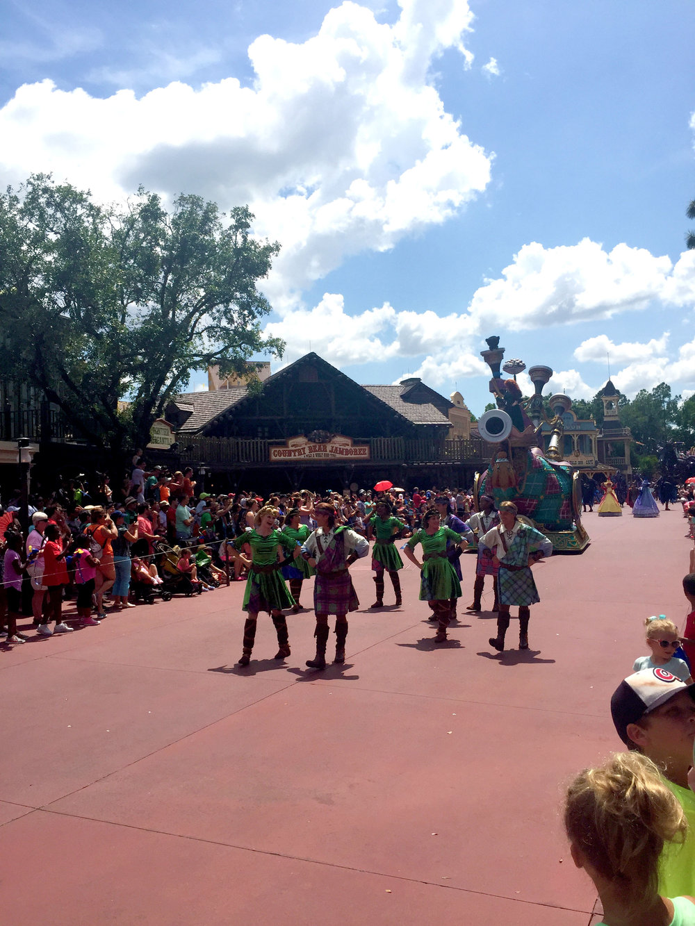 I thought that it was kind of odd that an entire section of the parade was devoted to Brave, but hey, not complaining!