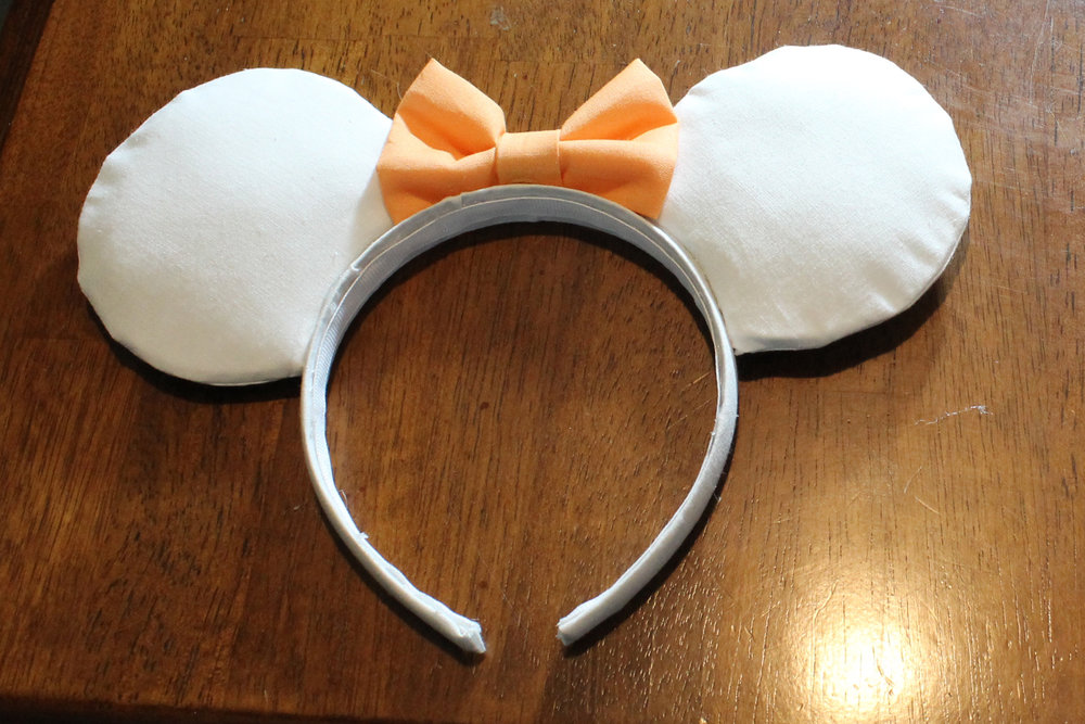 And there you have it! A simple bow for your DIY Mickey Ears!