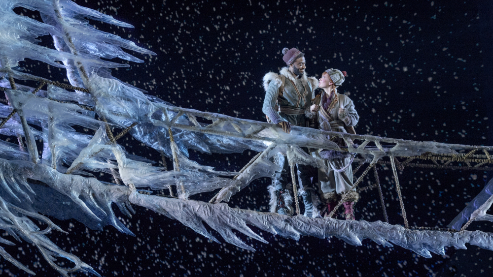 Seriously, how cute are Anna and Kristoff? And this icy bridge set is incredible!!!