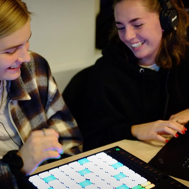 You're witnessing producers in the making ⭐️ Check out some action shots from our workshop on Oct 26 @beatsbygirlzdenmark